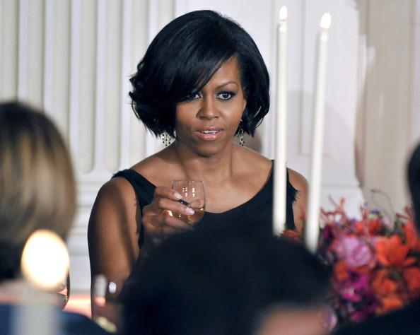 Michelle+Obama+Short+Hairstyles+Short+Wavy+NWoeor_LA4pl