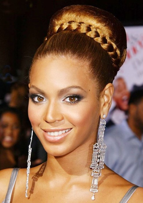 Beyonce-High-Tight-Bun-Hairstyle-With-Braids