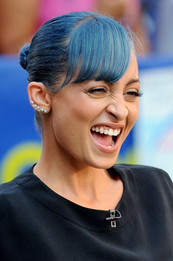 nicole-blue-hair