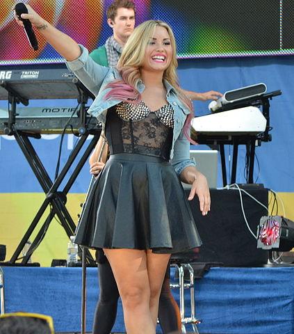 423px-Demi_Lovato_8,_2012