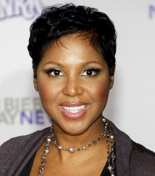 Toni-Braxton-Short-Hairstyle-for-Black-Women