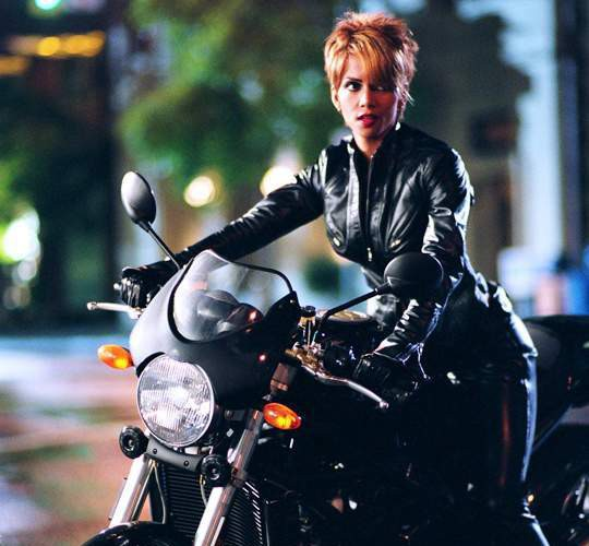 Catwoman_(Halle_Berry)_4