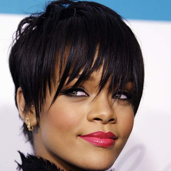Sexy_celebrity_short_hairstyle_picture_of_Rihanna_in_her_short_black_layered_haircut_with_short_hair_in_the_back_and_very_short_long_bangs